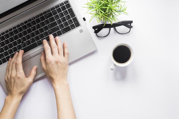 Escribir en la computadora para ganar dinero extra