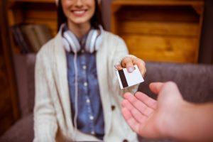 ¿Bancos emiten tarjetas a los 18 años? 5