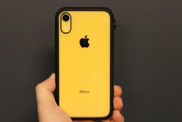 celular iPhone color amarillo
